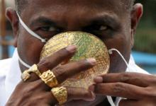 Photo of Empresario utiliza mascarilla de oro, valorada en 4000 Euros.